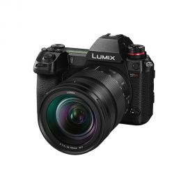 Panasonic LUMIX S1R with R24105 Objektiv