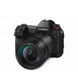 Panasonic LUMIX S1 with R24105 Objektiv